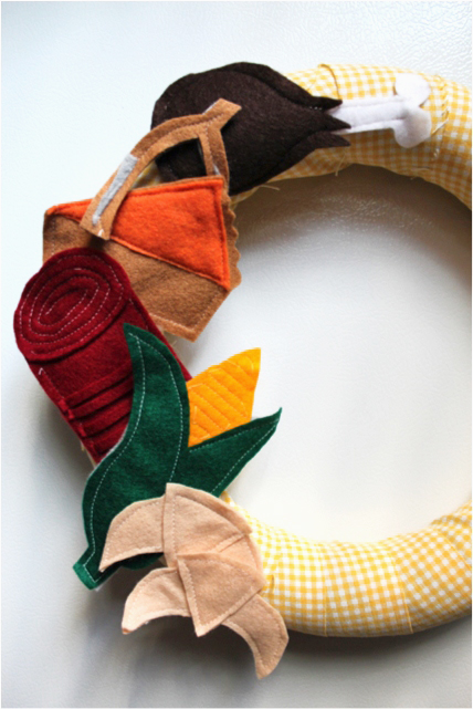 How-to: Felt Thanksgiving Wreath at handsoccupied.com