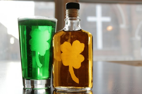 How-to: Etched Shamrock Flask & Pint Glass at Hands Occupied