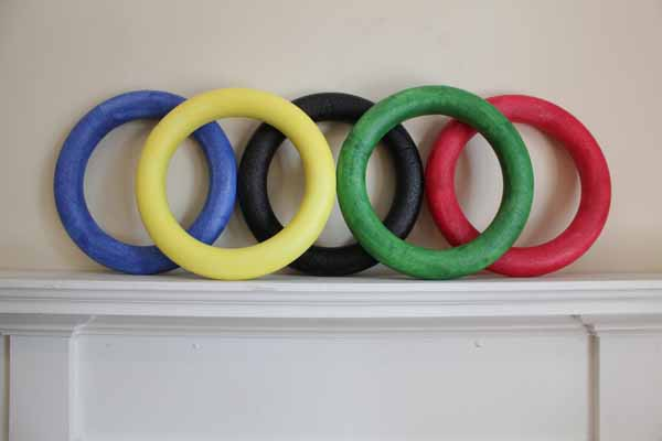 How-to: Olympic Rings Tablescape | HandsOccupied.com