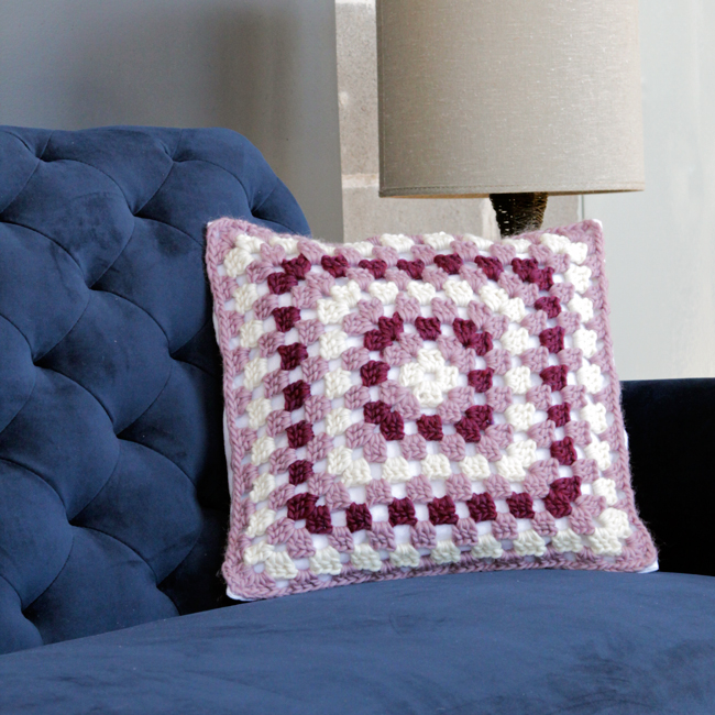 A free crochet pattern & tutorial for granny square throw pillows!