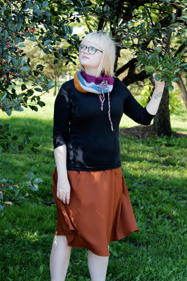 The Quinque Cowl is a crazy comfortable cowl featuring drawstrings and the softest yarn for a comfortable, wearable accessory you won't want to stop wearing!
