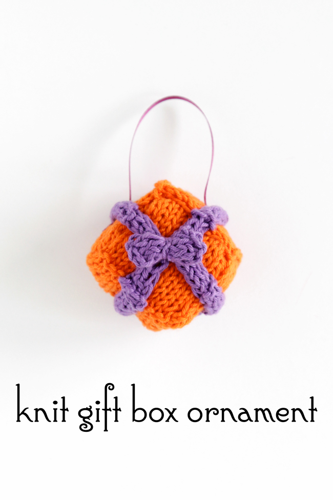A cute pattern for a knit gift box ornament for the holidays! Click through for the free pattern.