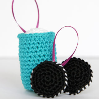A set of free crochet patterns for making super cute milk and cookies ornaments for your Christmas tree. Click through for the free patterns.