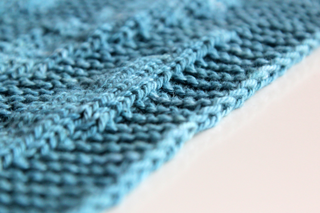 Learn how to knit a chain edge, an easy knitting trick to make your finished projects look amazing!