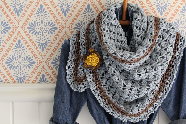 Apple Picking Shawl by Maaike van Koert