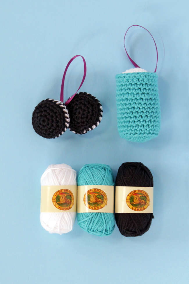 Click for a free pattern for milk & cookies Christmas ornaments! #crochet #christmascrafts