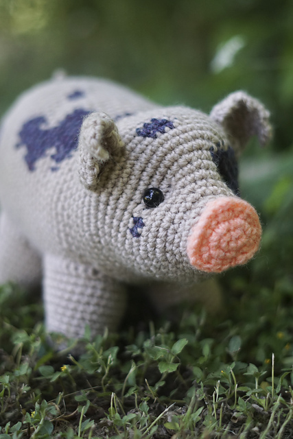Pig Amigurumi by Brenna Eaves