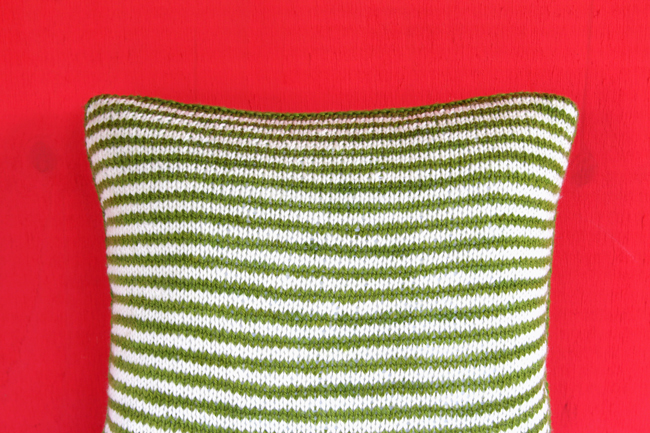 Get your hands on the new Mod Maze Pillow design exclusively in the August issue of I Like Knitting magazine!