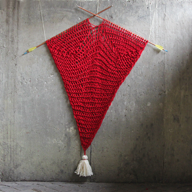 This heart-inspired wall hanging is a fun, quick way for knitters to add a geometric blast of color and texture to your walls without having to master a whole new fiber craft like macrame or weaving. Click through for the free pattern!