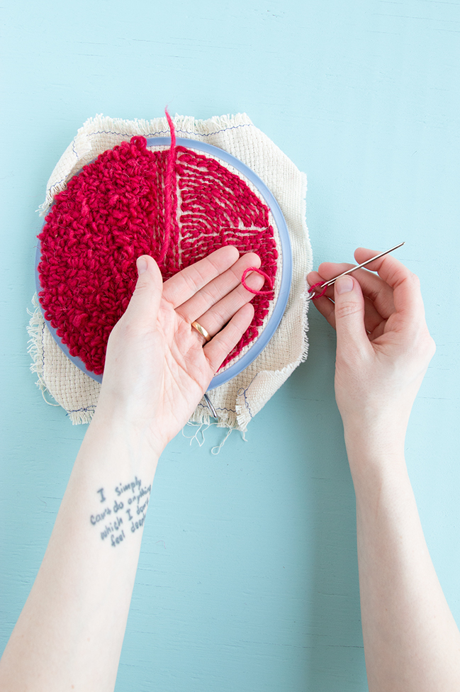 Weaving in your ends on a punch needle project is easy! Check out this step-by-step tutorial for tips and tricks for hiding and securing your punch needle rug hooking tails.