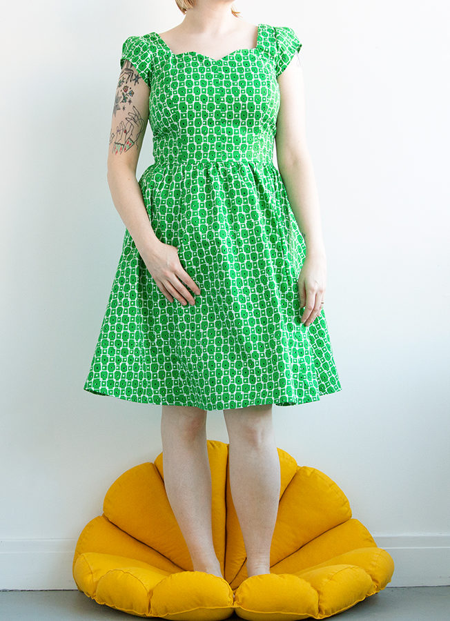 Handmade Wardrobe: Simplicity 1803. Sometimes stash-diving results in a fun dress that teaches you a thing or two about ease and fit. Click to check out the pros and cons of making Simplicity pattern 1803, and get some practical sewing advice from Grandma while you're at it!