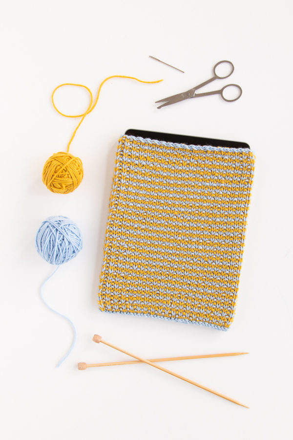 Knit up a simple tablet sleeve to protect your tablet from scratches on the go! The Comfy Tablet Sleeve knits up so quickly, making it a great gift-giving idea too. Get the free knitting pattern.