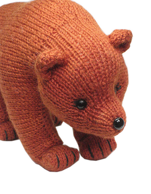 Grizzly Bear knitting pattern by Loly Fuertes