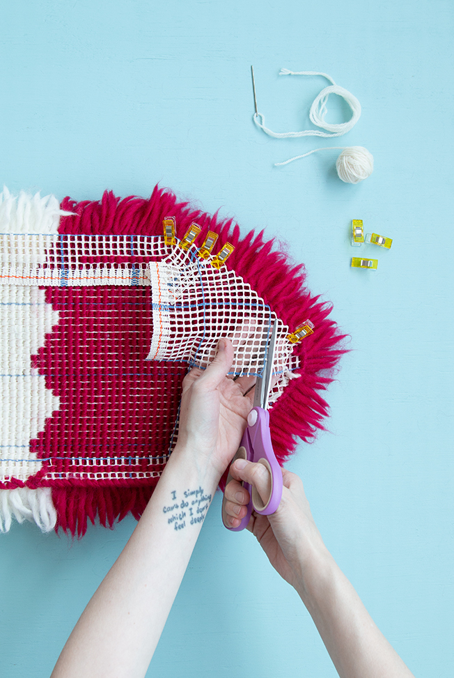 Non-Square Latch Hook Finishing Tutorial: Not all rug making projects have to be square! Learn how to finish latch hook projects with curved and diagonal edges in this in-depth tutorial that helps you make modern latch hook projects.