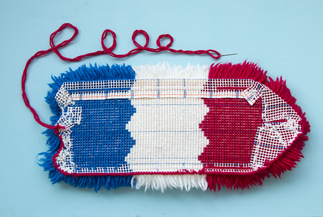 Learn how to biLearn how to bind latch hook project edges using whip stitch with this step by step photo tutorial on the Hands Occupied Blog. nd latch hook project edges using whip stitch with this step by step photo tutorial.